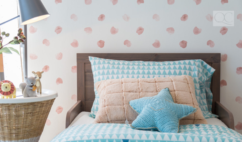 wall paper of one wall in bedroom interior decorating tricks