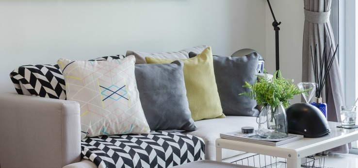 Throw pillows for simple decorating tricks