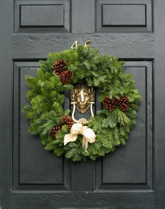 DIY holiday wreath for the front door to make curb appeal