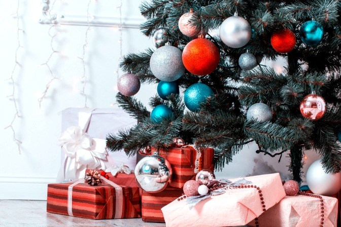 Decorating the christmas tree ideas and perfectly wrapped presents
