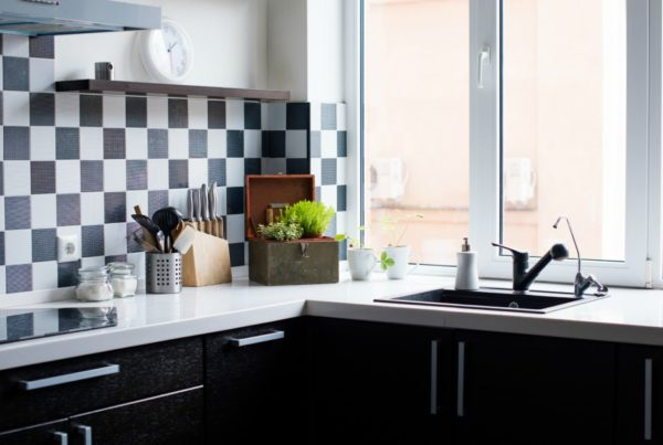 what is the difference between home staging and interior designing