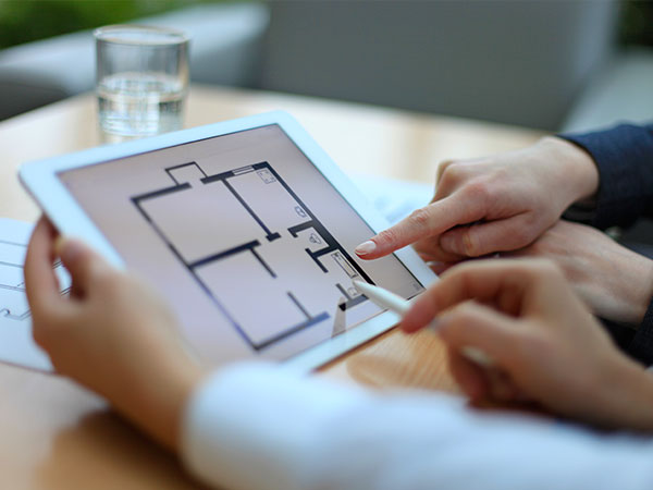 Home decorating using device to create floorplan of house