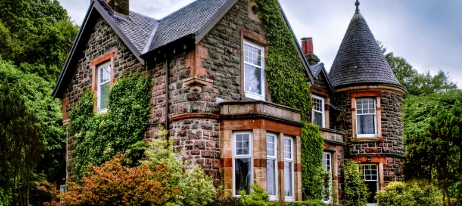 Refurbishing Old Homes: How to Avoid a Money Pit