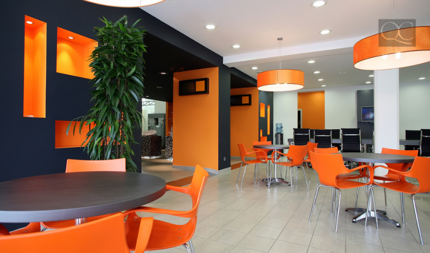 casual meeting location in large corporate office interior design