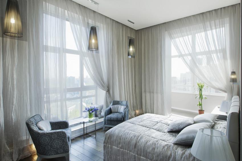 Using a silver color scheme for interior decor