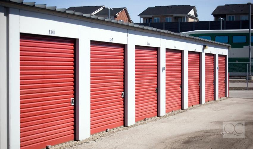 self-serve storage unit garage