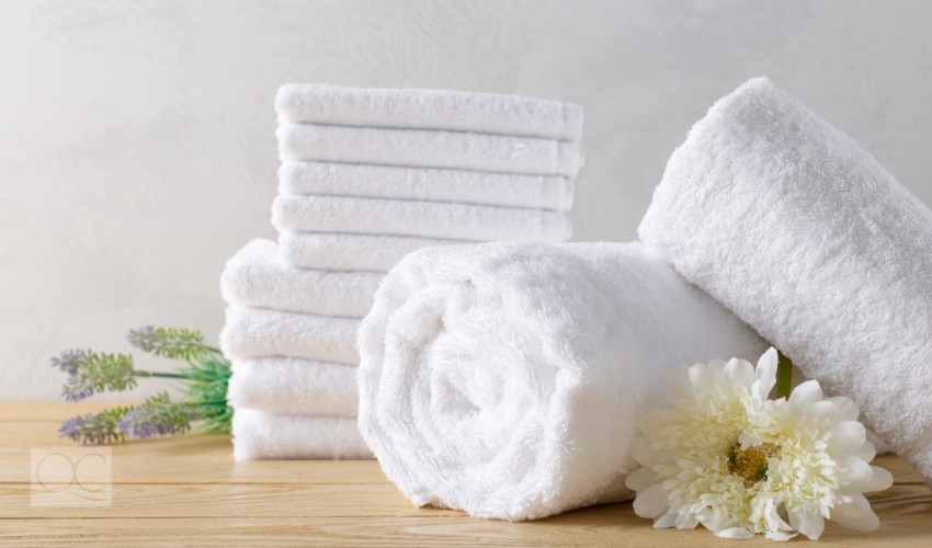 clean white towels for the bathroom great home staging trick