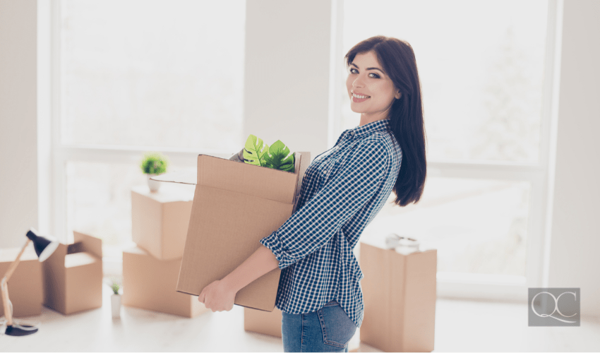professional organizer helping client to pack belongings to move