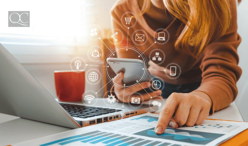 woman using social media to network and grow interior designer salary